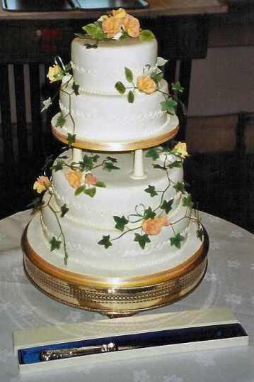 R wedding cake3